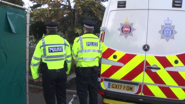 british police and members of the armed forces continue investigations into the poisoning of ex-russian spy sergei skripal and his daughter yulia on... - イングランド南西部点の映像素材/bロール