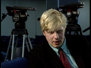 stockvideo's en b-roll-footage met british presidency of the ec; belgium: brussels: int cms side press taking notes hand as writing cms boris johnson intvwd sof - with britain's... - boris johnson