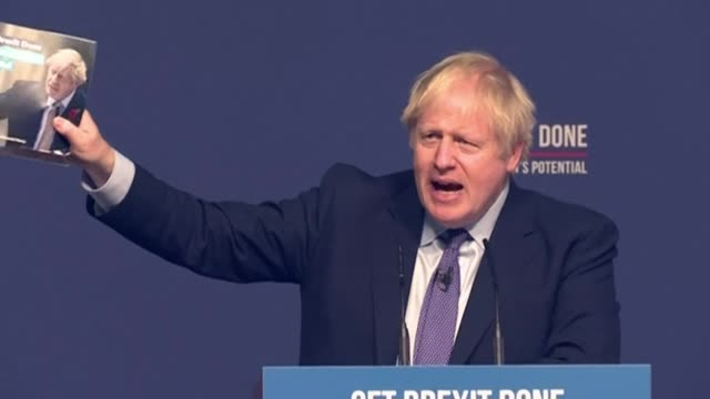 vídeos y material grabado en eventos de stock de british prime minister boris johnson unveils his conservative party's manifesto pledging to move on from brexit - partido conservador británico