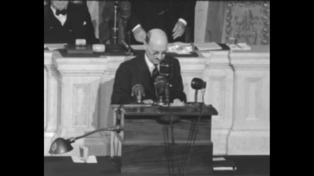 British Prime Minister Clement Attlee and officials enter House Chamber as Senators and Representatives stand and applaud / Attlee and officials step...