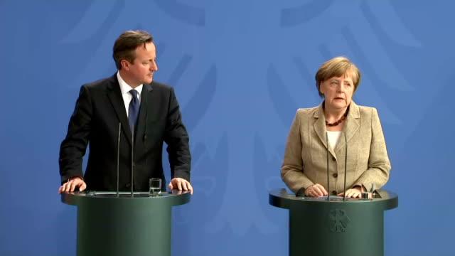 british prime minister david cameron and german chancellor angela merkel at joint presser on may 29, 2015 in berlin, germany. - prime minister bildbanksvideor och videomaterial från bakom kulisserna