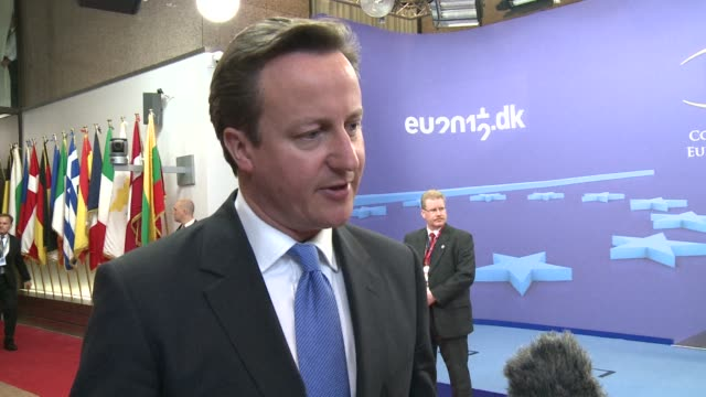 vídeos de stock, filmes e b-roll de british prime minister david cameron lashed out at fellow eu leaders wednesday for reviving a proposal for a financial transaction tax saying it was... - david cameron político