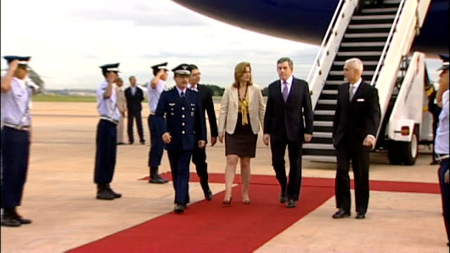 british prime minister gordon brown arrives for visit; brown, wife sarah and others along - gordon brown stock-videos und b-roll-filmmaterial
