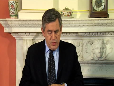 vídeos de stock e filmes b-roll de british prime minister gordon brown makes statement about uk relief efforts following devastating earthquake in haiti london 14 january 2010 - hispaniola