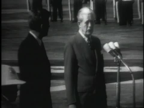 british prime minister harold macmillan introduces us president john f. kennedy at a us-british summit in nassau, bahamas. - 1962 bildbanksvideor och videomaterial från bakom kulisserna