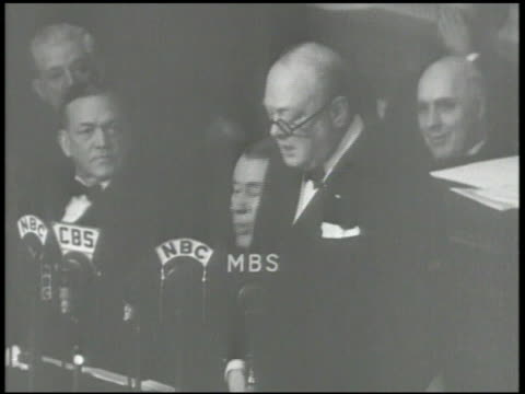 british prime minister sir winston churchill speaking in senate chambers about japan & world war ii , 'we shall never cease to persevere...' world... - 英首相 ウィンストン・チャーチル点の映像素材/bロール