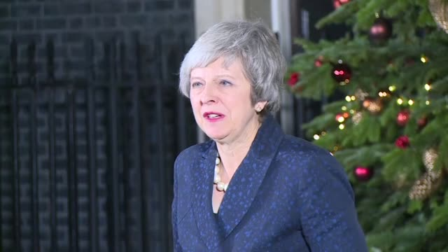 british prime minister theresa may speaks to the press outside 10 downing street after surviving a party confidence vote - prime minister video stock e b–roll