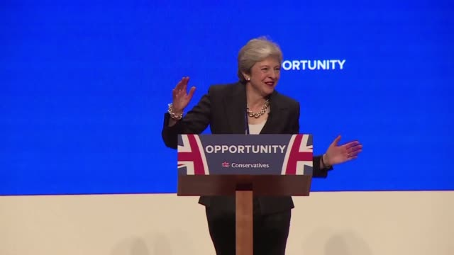 british prime minister theresay may dances her way to the stage at the conservative conference in birmingham - prime minister video stock e b–roll