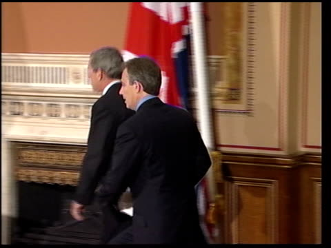 british prime minister tony blair us president george w bush along to podiums for press conference - guantanamo bay stock videos & royalty-free footage
