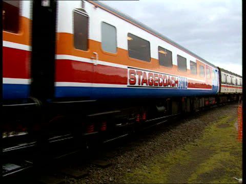 vídeos de stock e filmes b-roll de british rail privatisation plans scotland ms privatised stagecoach train along on tracks pan ms food being served on stagecoach train train cs glass... - british rail