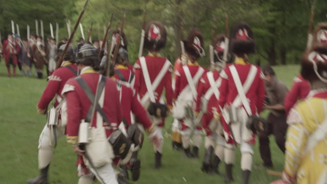 british revolutionary war soldiers fall into formation as they face a line of opposing colonial soldiers during a battle reenactment. - infantry stock videos & royalty-free footage