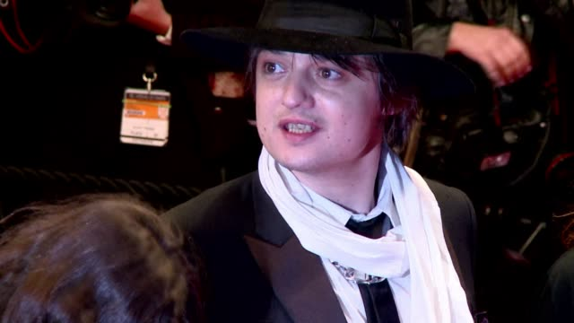 british rocker pete doherty whose cocainesnorting and carousing have landed him in jail on sunday appeared in his first film role in cannes as a... - snorting cocaine stock videos & royalty-free footage