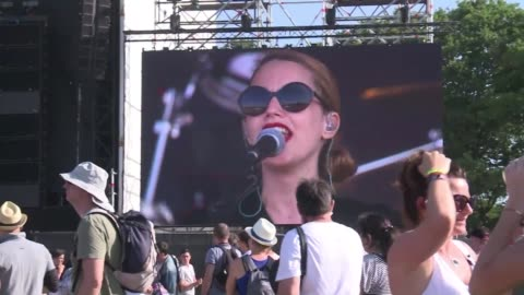 stockvideo's en b-roll-footage met british singer anna calvi rocked the crowd thursday at the opening of the 24th annual vieilles charrues music festival in carhaix - festivalganger
