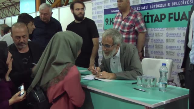 """british singer-songwriter and philanthropist yusuf islam signs copies of his book """"why i still carry a guitar"""" at the 9th kocaeli book fair in... - シンガーソングライター点の映像素材/bロール"""