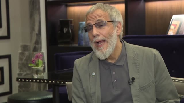 british singer-songwriter yusuf islam, formerly known as cat stevens, delivers a speech during an exclusive interview in istanbul, turkey on may 15,... - シンガーソングライター点の映像素材/bロール