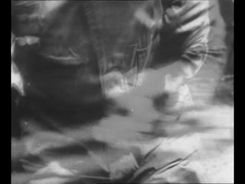 vídeos de stock e filmes b-roll de british soldier with bayonet scowls as he approaches / soldier rams bayonet into practice target / cu soldier's face / british commandos run across... - baioneta