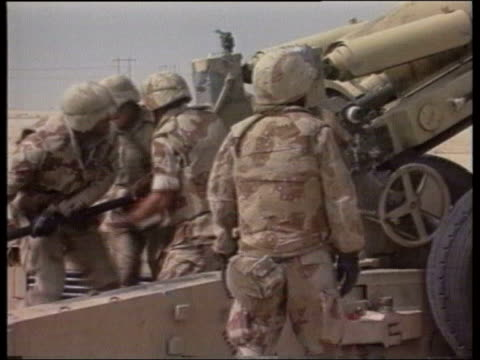 british soldiers firing artillery cannon - artiglieria video stock e b–roll