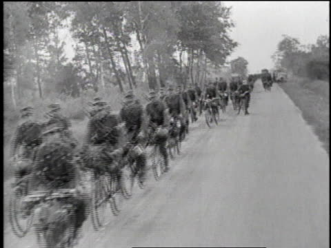 british soldiers riding bicycles / soldiers loading trucks on side of road / soldiers marching / germany - soldat stock-videos und b-roll-filmmaterial