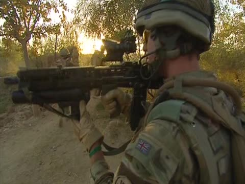 british soldiers search for insurgents - 2001年~ アフガニスタン紛争点の映像素材/bロール