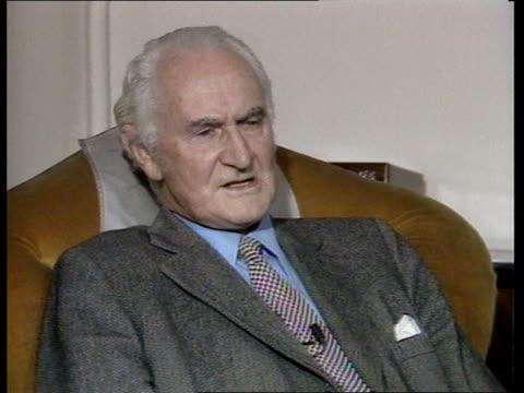 british spy donald maclean dies in moscow age 69 itn hants hambledon cecil intvw sof instead of the very confident nobody had any suspicions - バッキンガムシャー点の映像素材/bロール