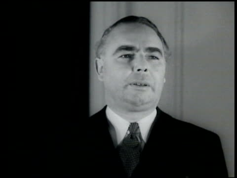 vídeos de stock e filmes b-roll de british transport minister leslie horebelisha standing saying 'this system will be extended all over britain' as sound bridge vs beacons being... - 1935