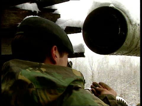 vídeos de stock e filmes b-roll de british troops oversee withdrawal; b)naf snow on ground/on board tank bosnia- herzegovina: nr salinac tms british troops in warrior tanks towards... - major road