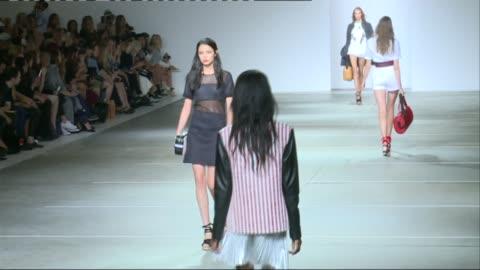 british vogue editor backs skinny models on the catwalk; r13091402 / int **music heard sot** people watching fashion show models along catwalk - ほっそりした点の映像素材/bロール