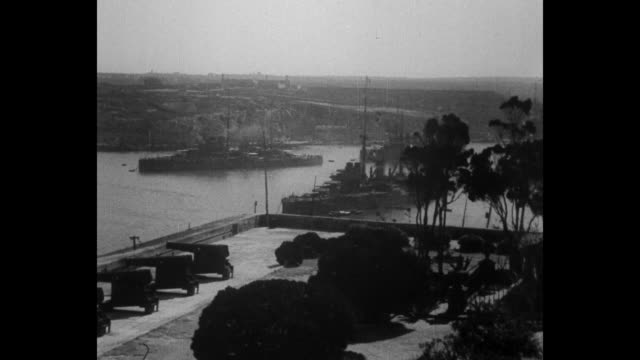 vídeos de stock e filmes b-roll de british war ships in the suez canal / aerials and high angle shots malta with british war ships in harbor and cannons pointed at harbor on terrace /... - corno de áfrica