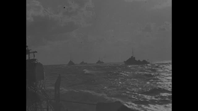 vs british warship sailing / shot from behind of warship sailing / ws warships at sea / shot from ship of warships sailing / cu british naval officer... - militära fartyg bildbanksvideor och videomaterial från bakom kulisserna