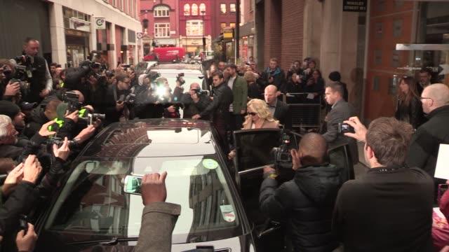 vidéos et rushes de britney spears at celebrity video sightings on october 16, 2013 in london, england - image saisie sur le vif
