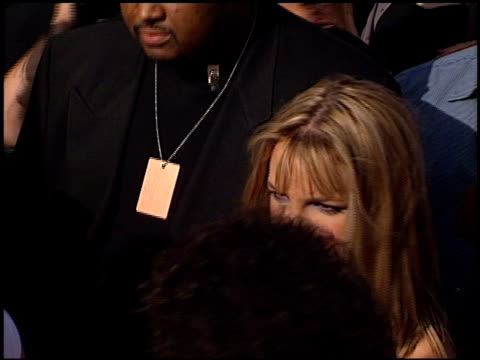 stockvideo's en b-roll-footage met britney spears at the 1999 teen choice awards at barker hanger in santa monica california on august 1 1999 - 1999