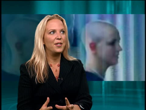 vídeos de stock e filmes b-roll de britney spears has her head shaved england int ashley pearson interview sot she was freaking out / she said reason she shaved her head was because... - 2007