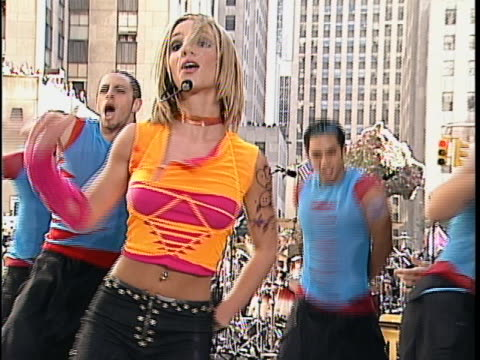 britney spears performs live on an outdoor stage in new york city - music or celebrities or fashion or film industry or film premiere or youth culture or novelty item or vacations bildbanksvideor och videomaterial från bakom kulisserna