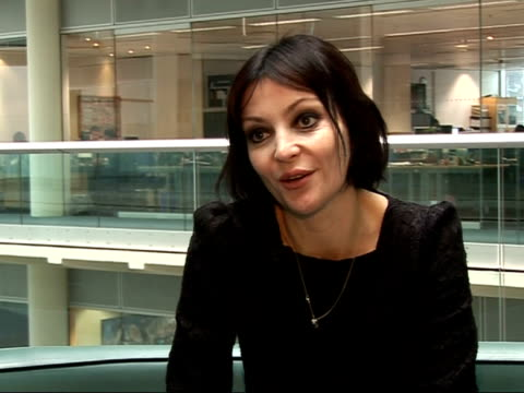 britpop singer pearl lowe interview getting clean you lose friends who you partied with / people didn't understand it / drugs are very powerful... - 2007 stock-videos und b-roll-filmmaterial