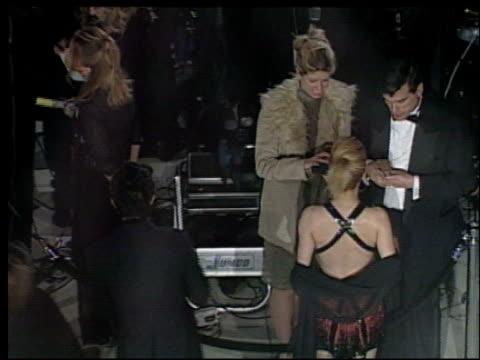 brittany murphy at the 2002 academy awards vanity fair party at morton's in west hollywood, california on march 24, 2002. - oscarsfesten bildbanksvideor och videomaterial från bakom kulisserna