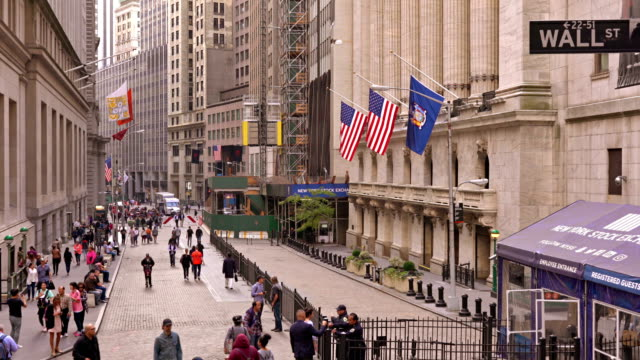 broad street and new york stock exchange - sidewalk stock videos & royalty-free footage