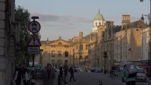 broad street at sunset, oxford, oxfordshire, england, united kingdom, europe - oxfordshire stock videos & royalty-free footage