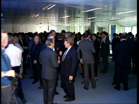 vídeos de stock e filmes b-roll de itn 40th anniversary reception cox day and chattaway talking and posing for photocall / guests at reception / peter snow sandt gall john flewin... - peter snow