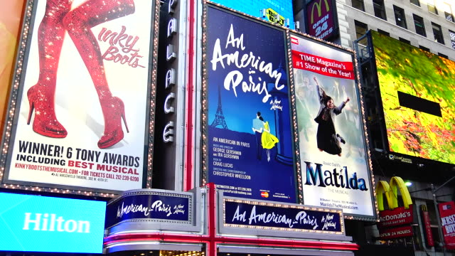 broadway, billboard advertisements, times square - broadway manhattan stock-videos und b-roll-filmmaterial