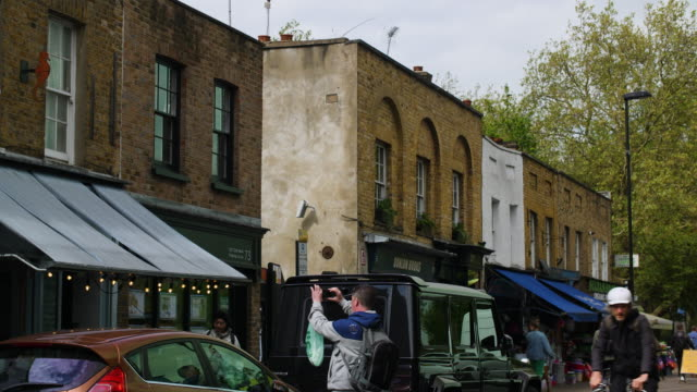 vidéos et rushes de broadway market street scene, east london - hackney