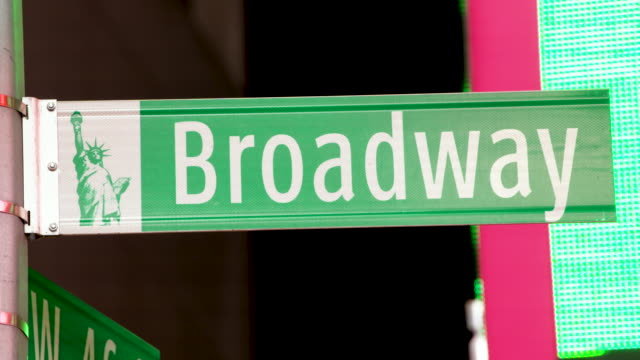 broadway street sign - times square nyc - ブロードウェイ点の映像素材/bロール