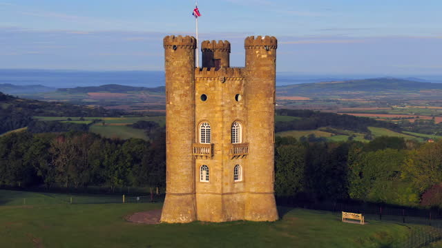 broadway tower on top of fish hill, the second highest point in the cotswolds, broadway, worcestershire, england - non us film location stock videos & royalty-free footage