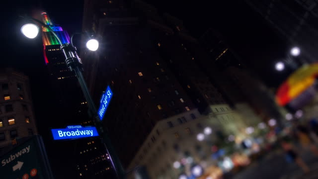 broadway - street name sign stock-videos und b-roll-filmmaterial