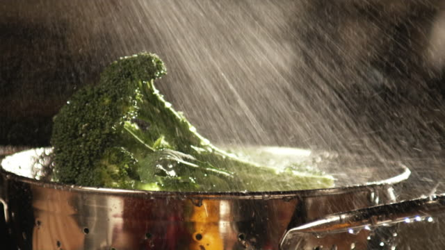 slo mo, cu, broccoli being washed in colander - crucifers video stock e b–roll