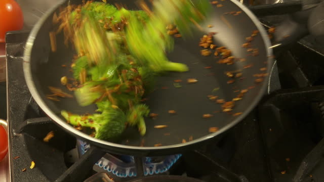 cu, zo, ha, broccoli on frying pan - oven mitt stock videos and b-roll footage