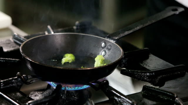 Broccoli preparation in cooking pan
