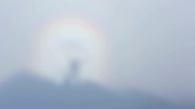 brocken spectre - lichtbrechung stock-videos und b-roll-filmmaterial