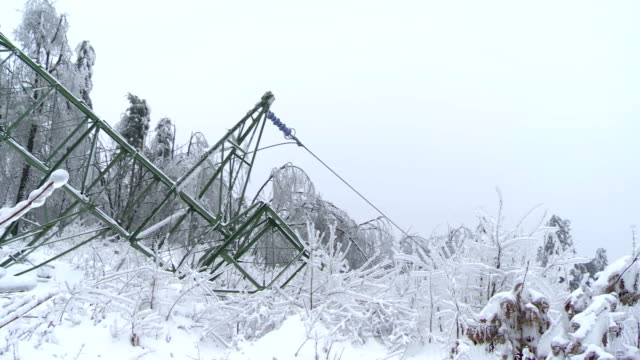 stockvideo's en b-roll-footage met broken electricity pylon with steel frame - stroomuitval