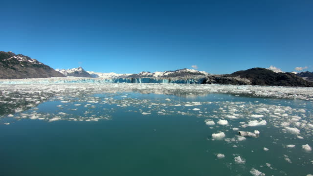 broken glacial ice floating in ocean inlet alaska - pacific war stock-videos und b-roll-filmmaterial