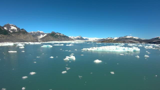 vidéos et rushes de pov broken glacial ice symptom environmental climate change - fracture